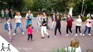 Dansul Meneaito in Parc