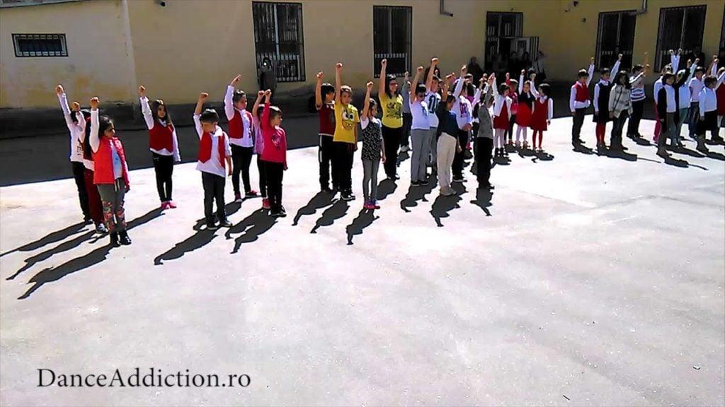 Dansuri Pentru Copii   They Don't Really CAre About Us – Michael Jackson